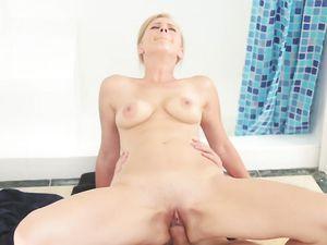Natural Titties Bounce As He Bangs His Stepsister